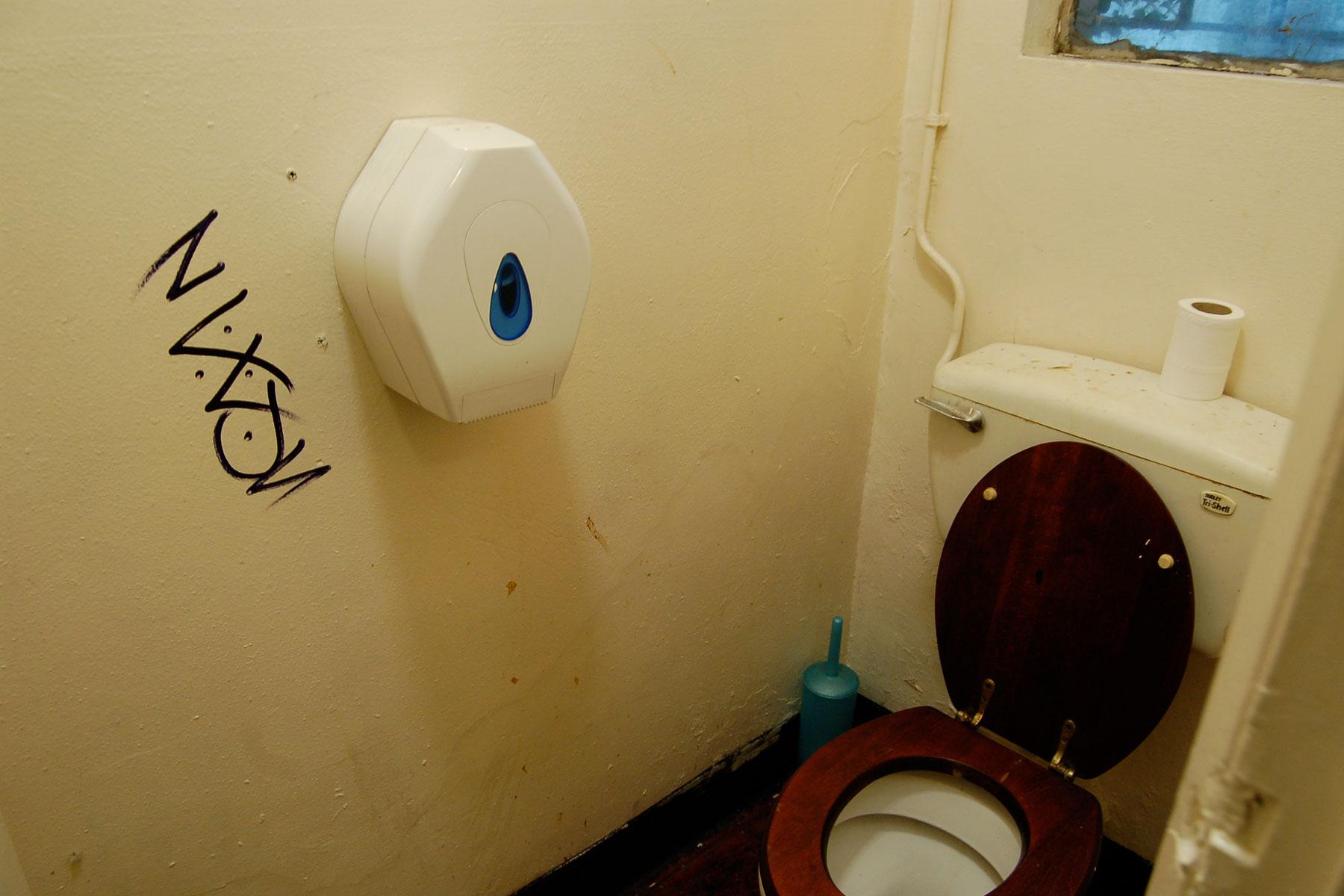 TAG_Toilet