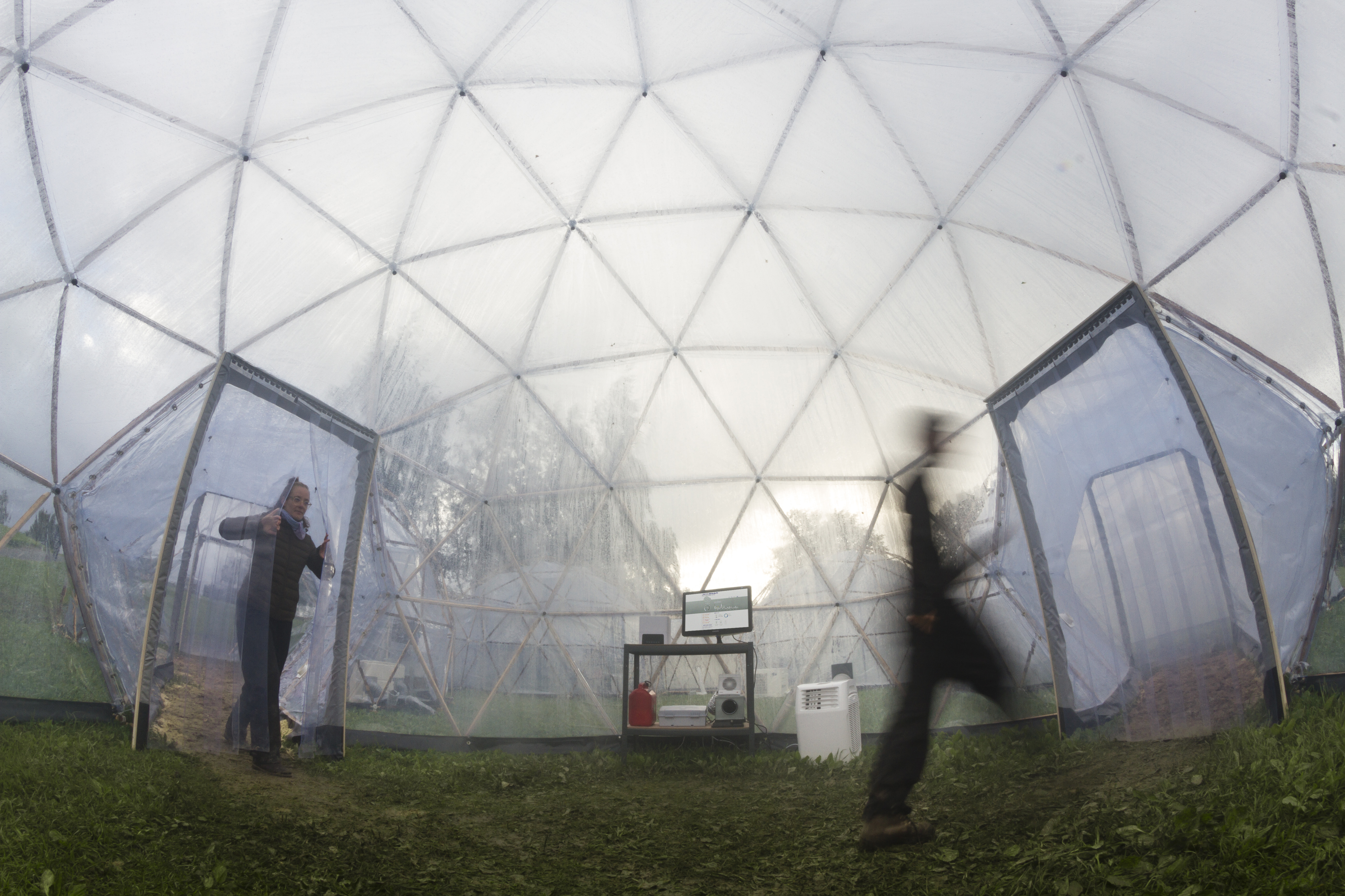 Trondheim 20.06.2017 : The science festival Starmus IV at NTNU, Trondheim, Norway. The Pollution Pods are six pods connected by hallways; each holding the atmosphere of one of the world's six most polluted cities. The installation has been created by British climate artist Michael Pinsky. Photo: Thor Nielsen / NTNU