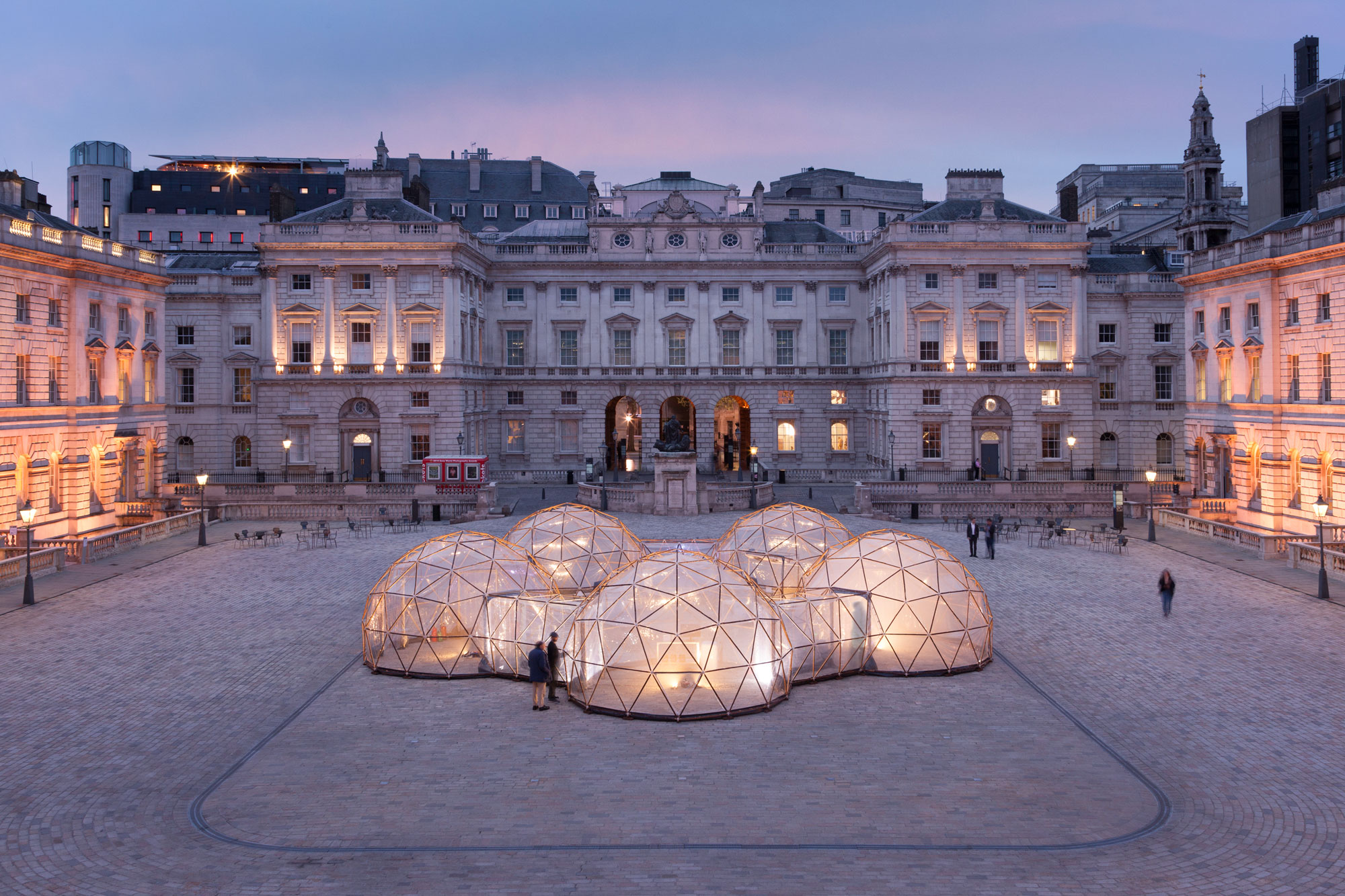 17.-Pollution-Pods-by-Michael-Pinsky-at-Someset-House2018-(c)-Michael-Pinsky